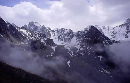 http://tourismkg.narod.ru/IMAGES/gori3_in_b.jpg